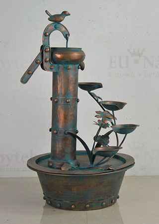 Fontána, kovová dekorace